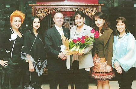 Pierre Andre Pelletier, GM of the Amari Watergate Bangkok congratulates Nattaya Benjasiriwan (Dangbu-Nga) on being elected as a member of parliament recently. Others joining him on this happy occasion were (l-r) Salinee Punyarachun, Wasamon Watanarodom, Nichaya Chaivisuth and Patama Parnthong.