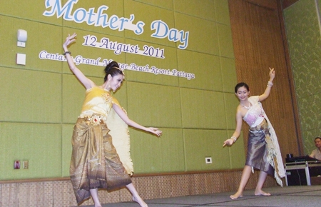 A traditional Thai dance being performed in honor of HM Queen Sirikit and all the mothers in the world.