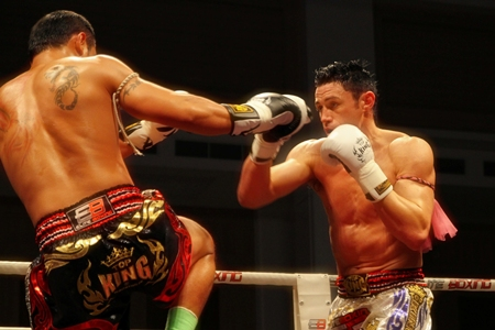 Saiyok Pumpanmuang from Thailand (left) takes on Australia's Bruce Macfie during the Grand Opening of the second Thailand vs Challenger (2011) Series held at River City Hall, Bangkok on Saturday, July 23.
