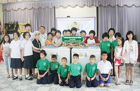 Teachers and 100 students from the English Moumou School in South Korea, led by Jaekwan Kim, the MD and Ms. Eunju Kwak, chief executive officer of the school, came to Thailand for a stint of summer education at the Bromsgrove School recently. During their stay in Thailand the students participated in social activities including visiting the Redemptorist School for the Blind in Pattaya where they had fun teaching kids to speak some Korean words. They also donated 2 washing machines worth about 12,000 baht to the school.