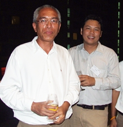 Bancha Subthakung (left), Uthen Malailek, project manager of Cornerstone Management, Co., Ltd.
