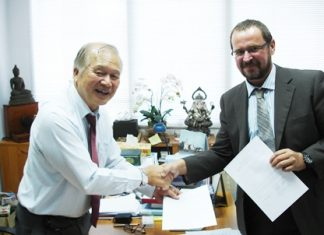 Dr. Viphandh Roengpithya (left), President and Founder of Asian University, and Prof. Dr. Dirk Löhr (right), Environment Campus Birkenfeld, Trier University of Applied Sciences, Germany, hand over the signed Memorandum of Agreement.