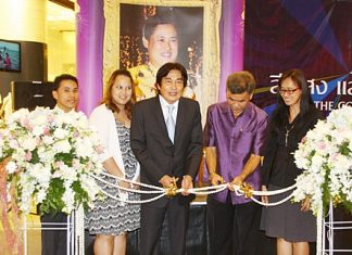 Deputy Mayor Ronakit Ekasingh (center) presides over the opening of HRH Princess Maha Chakri Sirindhorn's photography exhibition, 'Color Light Gives Life'.