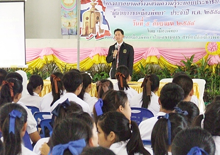 Mayor Itthiphol Kunplome presides over the project.