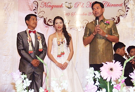Mayor Itthiphol Kunplome (right) holds a long and beautiful speech on the couple.