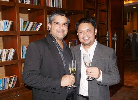 Tony Malhotra toasts with Anuchit Saeng-on
