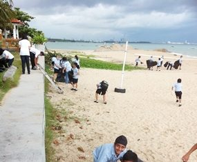 Students from Year 7 collect more rubbish from the sands.