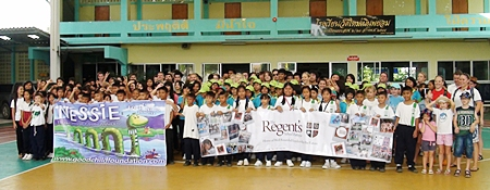 The Regent's, the Thai Tims and Wat Mai Nern Payoum students ready to clean up the beach.