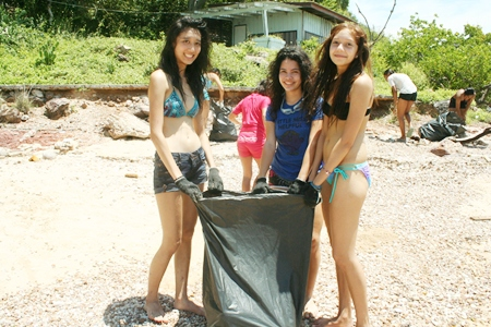 Looking pretty even while collecting garbage; remarkable.