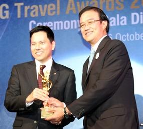 Jason Peck (Chief Executive Officer, FHI) receives the award at a Gala Dinner held at Centara Grand, Central World Bangkok on October 6, 2011.