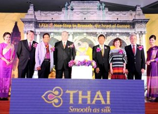 (L-R) Mr. Pradit Sintavanarong, Director of THAI's Board, Mr. Apiporn Pasawat, Director of THAI's Board, Mr. Rudi Veestraeten, Ambassador of Belgium to Thailand, Mr. Pandit Chanapai, THAI Executive Vice President of Commercial Department, Mrs. Juthaporn Rerngronasa, TAT Deputy Governor for International Marketing (Europe, Africa, Middle East and Americas) and Mr. Ruangyos Pamon-Montri, THAI Vice President of Sale & Distribution Department.