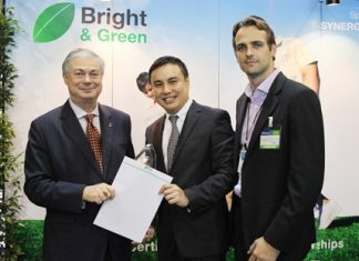 Eric Hallin, General Manager of The Rembrandt Hotel (left) receives the Silver Award from Joey Yang, international director of Bright & Green, and Erik Verspui, Vice President of Synergy Group.