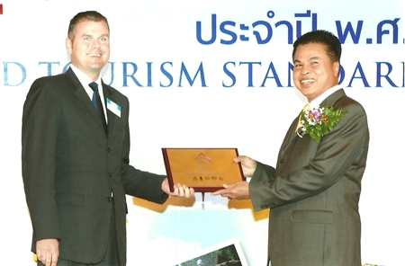 On behalf of the Amari Watergate Bangkok, Ingo Domaschke, the resident manager, accepts a 5-Star Certificate of Thailand Tourism Standard 2011 from Sombat Kuruphan, Permanent Secretary of the Ministry of Tourism and Sports at a ceremony held at the Queen Sirikit National Convention Center recently.