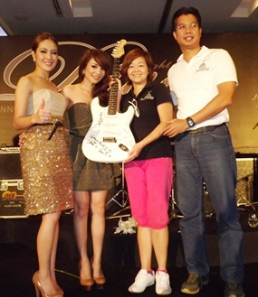New & Jew's autographed guitar went for a staggering 42,000 baht during the auction.
