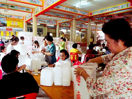 Volunteer spirit - Sawang Boriboon Pattaya Foundation members and friends pack relief supplies.