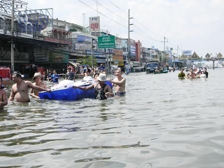 People evacuate their homes and businesses in Saraburi, under the u-turn bridge.