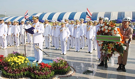 High ranking navy officers pay tribute to HM King Rama VI.