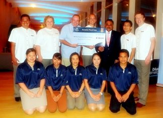 Hilton Pattaya General Manager Harald Feurstein (4th left), flanked by Robert Denzel, Assistant Governor of Rotary District 3340 and Past District Governor Pratheep S. Malhotra, with hotel management and the Blue Energy Committee members, donates 100,000 baht to the Rotary Club of Taksin Pattaya for their flood-relief efforts.