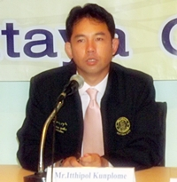 Mayor Itthiphol Kunplome announces Pattaya's readiness to accept evacuees from flooded areas of Thailand.