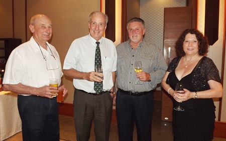 Dr. Iain Corness (2nd left) entertains his long time friends from Oz, Ian Munro, John English and Rainey Cherry.