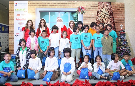 Santa flew in to attend the Charity Christmas Bazaar held at the Bangkok Hospital Pattaya recently. He brought a sleigh-full of Christmas gifts for the hundreds of children frolicking around the hospital area. This year many fun activities were held to entertain the children and stalls were fully laden with a variety of goods for sale. Revenue generated from this event was donated to the needy people in our community.