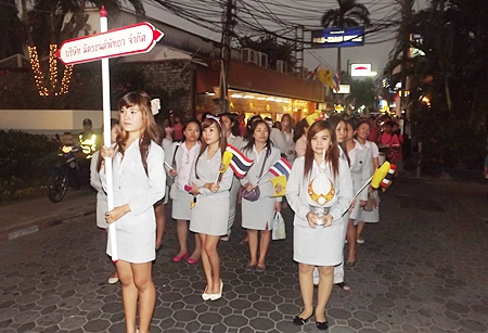 Smartly dressed women from Mitryont Pattaya march proudly in the Pattaya Beach Road parade.
