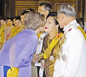 His Majesty the King looks on as Spanish Queen Sofia  kisses the cheek of HM Queen Sirikit at the Ananda Samakhom Throne Hall in Bangkok Monday, June 12, 2006.