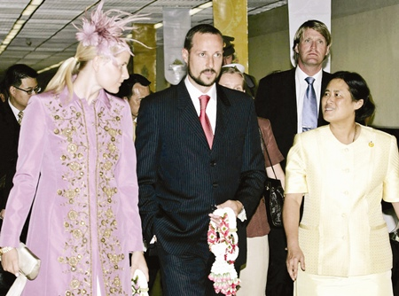 Norwegian Crown Prince Haakon, center, and Crown Princess Mette Marit, left, are welcomed by HRH Princess Maha Chakri Sirindhorn upon their arrival at the Bangkok International Airport in Thailand Sunday, June 11, 2006.