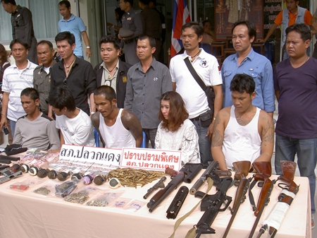 Police bring out for the media a gang suspected of dealing drugs and death at Rayong Prison.