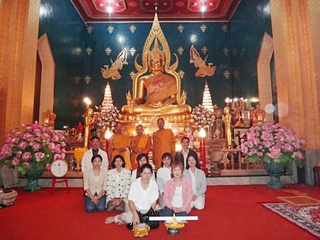 Pattaya's Diana Group offers robes to monks at Wat Thai Bodhi Gaya.