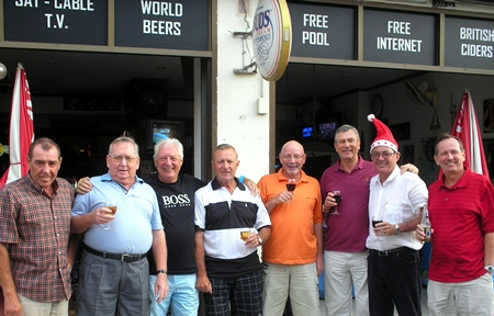 Jomtien golfers celebrate Christmas Day at Jules Restaurant.