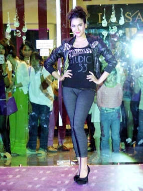 Marking the launch was a special fashion show led by famous Channel 3 celebrity Yardthip Rajpal.