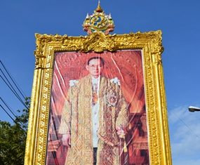 This portrait of His Majesty the King graciously oversees the ceremony.