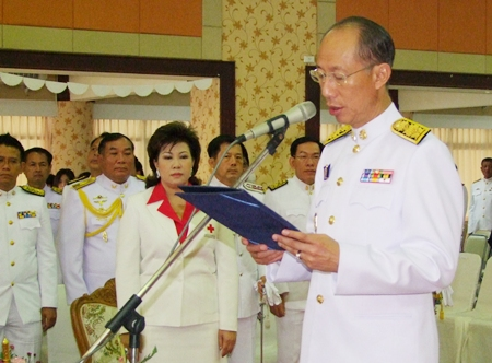 Gov. Khomsan Ekachai leads Chonburi officials in marking the first King Ramkhamhaeng Day January 17.