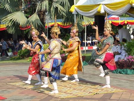 Thai dancers perform for the ceremony.