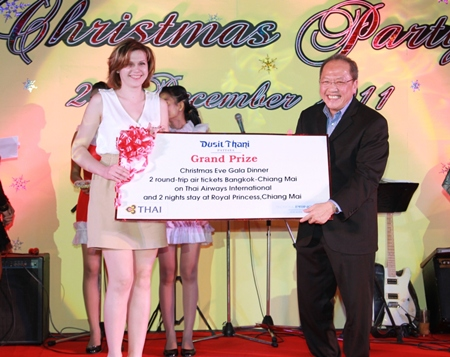 This charming lady from Kazakhstan receives the grand prize from Chatchawal Supachayanont (right), general manager of Dusit Thani Pattaya during the Christmas Eve Gala Dinner. The prize included two round-trip air tickets to Chiang Mai courtesy of Thai Airways International and a two-night's stay at the resort's sister hotel, the Royal Princess Chiang Mai.