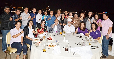 Nopporn Kanchanamanee, (standing, 4th left) District Sales Manager of Thai Airways International hosted a New Year party at the Dusit Thani Pattaya recently to say thank you to the leading travel agents on the Eastern Seaboard.