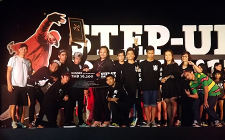 "Somsakul Poljan, Director of Human Resources of Hard Rock Hotel Pattaya, presents the winning cash prize of 76,200 baht to Metreo Grooverz', winners of the first ""Step-Up Dance '12"