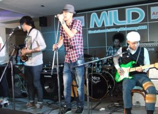 Leading Thai rock band Mild perform at Tavern by the Sea.