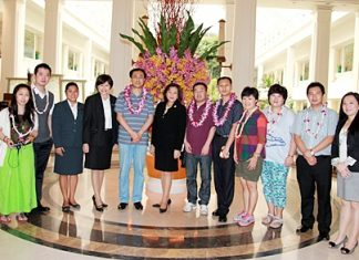 Thidsida Shingrissiri (centre), Director of Rooms of the Dusit Thani Pattaya led her management team to welcome Lou Guanlian (5th left), Tourism Administration deputy director and his entourage from QingDao, China. The delegation was on an official visit to Pattaya to sign a memorandum of understanding and acknowledge China's participation in the International Horticultural Exposition to be held in QingDao in 2014.