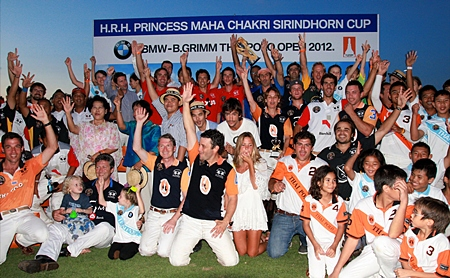 Team members gather for a group photo at the conclusion of the tournament.