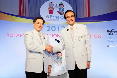 Past Rotary International Director Noraseth Pathmanand (left) and Akapol Sorasuchart (right), President of TCEB, champions of the 2012 Bangkok Convention.