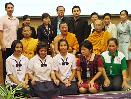 The winning team (lower left) from Pattaya School No. 3 poses with the organizers.
