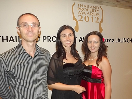 Alex and Rena (left & center) from Russian Real Estate & Investment magazine pose for a photo with Elena Kolesova, Executive Sales Manager of Tropical Dream Pattaya.