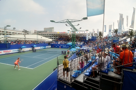 Kirikenko serves to Hantuchova during the final of the 2012 PTT Pattaya Open.