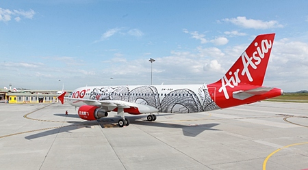 AirAsia welcomes the arrival of its 100th Airbus A320.