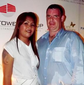 Jutharat Champawong and Joe Cox pose for the paparazzi.