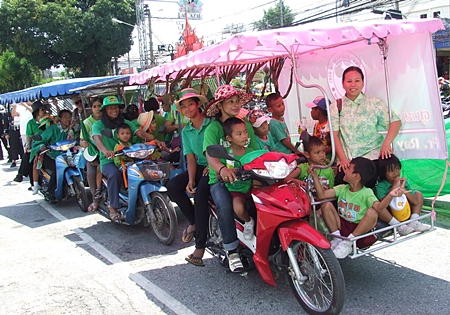 Tuk Tuk loaded to the hilt with green kids from Father Ray's.
