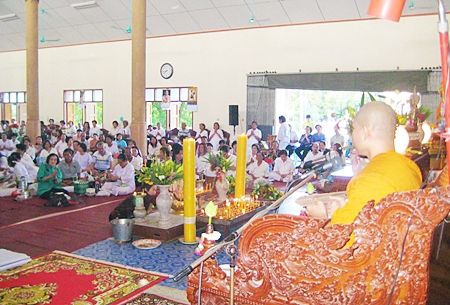 Thousands of Sattahip Buddhists congregate in Prien Pavilion at Wat Sattahip on this most auspicious day.