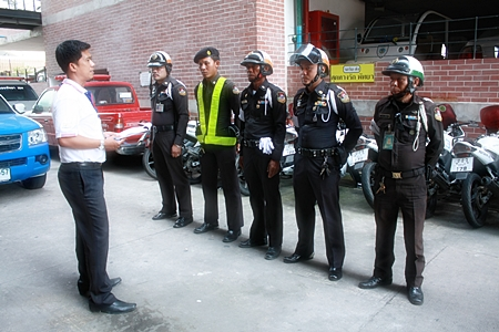 Pol. Maj. Jeerawat Sukhonthazup addresses Region 2 municipal officers before dispersing them into the city.